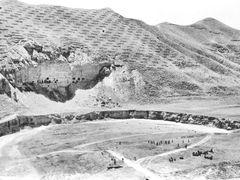 Qala-e-Naw.  Shootingrange & ruins.  Стрельбище.Пещеры в обрывис by <b>Сургуль</b> ( a Panoramio image )
