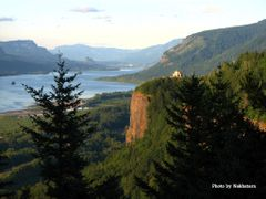 Vista House and the Columbia River Gorge by <b>Nakhatarn</b> ( a Panoramio image )