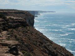 Bunda Cliffs, Nullarbor National Park by <b>dirkus49</b> ( a Panoramio image )