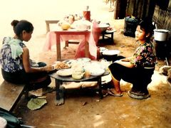 "Cosmopolitan Moreh""s (Indo-Burma border) Kuki vendors at lunch t by <b>Romesh Bhattacharji</b> ( a Panoramio image )"