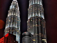 Petronas by <b>aryaprime</b> ( a Panoramio image )
