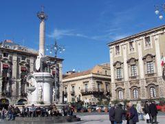 "Catania - Piazza Duomo - fontana dell""elefante by <b>©marica ferrentino</b> ( a Panoramio image )"