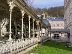 Parkkolonnad  /  Park Colonnade  /  Sadova kolonada by <b>Zabb Csaba</b> ( a Panoramio image )
