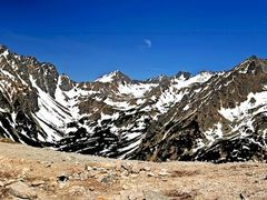 Pohlad zo sedla Pod Ostrvou (1 959 m n.m.) by <b>TomasGregor</b> ( a Panoramio image )