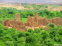 """El-Kelaa M""""gouna, ancienne kasbah construite en pise et detruite by <b>elakramine</b> ( a Panoramio image )"""