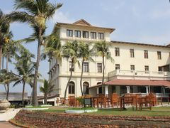Galle Face hotel right wing by <b>Dr.Azzouqa</b> ( a Panoramio image )