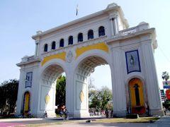 Los Arcos de Guadalajara by <b>? ? galloelprimo ? ?</b> ( a Panoramio image )
