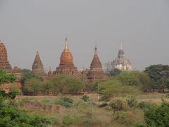 Las llanuras de Bagan -  Patrimonio de la Humanidad by <b>AnaMariaOss</b> ( a Panoramio image )