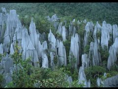 Gunung Api pinnacles  by <b>c.canomanuel</b> ( a Panoramio image )