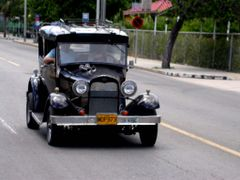 Cuba - American Ford cars by <b>bluenose11</b> ( a Panoramio image )