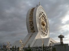 Closed air ferris wheel by <b>Atamurad Guchgeldi (nomadictours.com)</b> ( a Panoramio image )