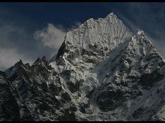 thamserku 6623 m by <b>wsm earp</b> ( a Panoramio image )