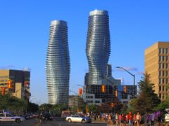 MARILYN MONROE TOWERS - Mississauga, ON by <b>Fito Rojas</b> ( a Panoramio image )