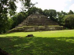 BELIZE: LAMANAI: Jaguar Temple [Temple N 10-9] by <b>Douglas W. Reynolds, Jr.</b> ( a Panoramio image )
