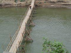 Puente que cruza el Rio Mekong by <b>AnaMariaOss</b> ( a Panoramio image )
