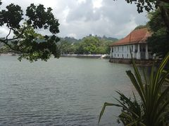"""Kandy lake and Queen""""s Bath.   by <b>Jayaratne, Kandy</b> ( a Panoramio image )"""