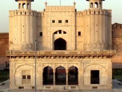 Ijaz Ahmad Mughal---Picture Of main gate  Lahore Fort Punjab Pak by <b>Без названия</b> ( a Panoramio image )