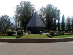 Fuente en forma de diamante del Parque Central de David by <b>LUIS PALMA</b> ( a Panoramio image )