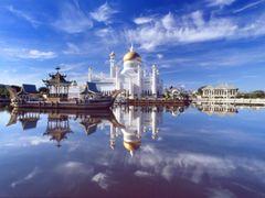 Omar Saifuddin Mosque Bandar Seri Begawan Brunei Darussalam Sult by <b>Rene Fleischer</b> ( a Panoramio image )