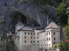 Predjama castle by <b>Suzen N</b> ( a Panoramio image )
