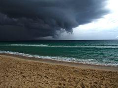 Preludio de tormenta en Sta Maria del Mar by <b>-Arcama-</b> ( a Panoramio image )