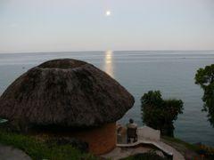 Mond uber Lake Malawi by <b>Terra Namibia</b> ( a Panoramio image )