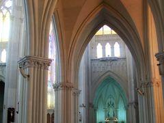 Pilares goticos del Expiatorio, vista al Santisimo by <b>51Pin</b> ( a Panoramio image )