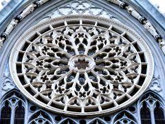Detalle de Roseton Templo Expiatorio, Leon, Gto by <b>? ? galloelprimo ? ?</b> ( a Panoramio image )