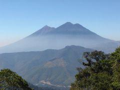 Vista de los Tres Volcanes by <b>JC Soberanis</b> ( a Panoramio image )