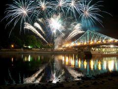 Das sch?nste Feuerwerk zum Schluss by <b>Lady A</b> ( a Panoramio image )