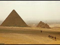 En caravana - Giza - Egipto - Dedicada a Benjamin Nunez by <b>Fernandose</b> ( a Panoramio image )