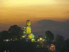 Kandy - The Buddha Statue at sunset by <b>Valerio Manassero</b> ( a Panoramio image )