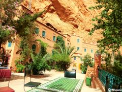 Hotels, restaurants - Les gorges de Todra by <b>elakramine</b> ( a Panoramio image )