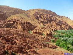 Les gorges du Dades by <b>elakramine</b> ( a Panoramio image )