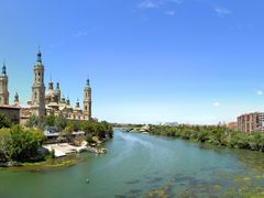 Catedral-Basilica de Nuestra Senora del Pilar de Zaragoza by <b>M.Kreuz</b> ( a Panoramio image )