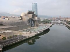 Museo Guggenheim. Frank Gehry. by <b>Bach Quatre</b> ( a Panoramio image )