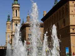 Zaragoza, Plaza de la Seo y basilica de Nuestra Senora del Pilar by <b>Christos Theodorou</b> ( a Panoramio image )