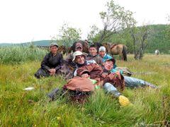 A cavallo dagli Tsaatan - Foto di gruppo - Mongolia by <b>Oliviero Masseroli</b> ( a Panoramio image )