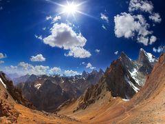 ПЕРЕВАЛ КАЗНОК ВОСТОЧНЫЙ ( 4040 М  1Б). СПРАВА - ЗМЕЯ, ЧИМТАРГА, by <b>ХАЙРЕТДИНОВ АЙРАТ</b> ( a Panoramio image )