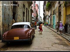 * Paseando Por La Habana Vieja by <b>Jesus Miguel Balleros</b> ( a Panoramio image )