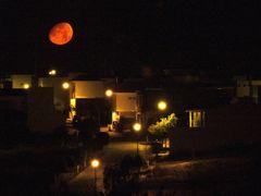Luna posando en Canada by <b>? ? galloelprimo ? ?</b> ( a Panoramio image )