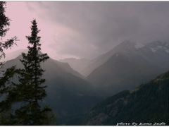 Light curtain in rain - Feny fuggony esoben...Osterreich by <b>Lne Zana Judit</b> ( a Panoramio image )