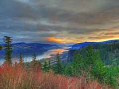 An Old Columbia River Sunrise by <b>© Michael Hatten http://www.sacred-earth-studios.com</b> ( a Panoramio image )