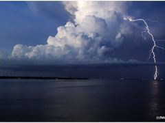 Thunderstorm on Tampa V by <b>Fabdub</b> ( a Panoramio image )