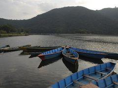 Pokhara, barques sur le lac by <b>Laurent Bois-Mariage</b> ( a Panoramio image )