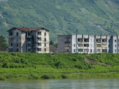 Chunggang: apartment buildings on the banks of the Amnok-gang (Y by <b>Eckart Dege</b> ( a Panoramio image )