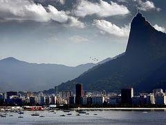* Corcovado  *           - Rio  ??   by <b>Sergio Delmonico</b> ( a Panoramio image )