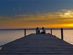 Tiernas confidencias de amigas al atardecer by <b>Jesus Municio</b> ( a Panoramio image )