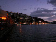 Kastoria at dusk... by <b>Von Epik</b> ( a Panoramio image )