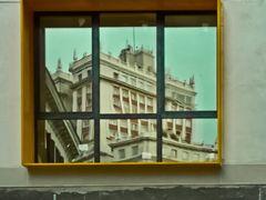 Reflejo del Edificio Espana en ventanal de Edifico de viviendas  by <b>Guia Arquitectura</b> ( a Panoramio image )